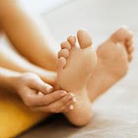 cara mengatasi kaki bau
