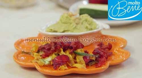 Hummus di avocado con chips di verdure ricetta Parodi per Molto Bene su Real Time