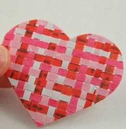 http://translate.googleusercontent.com/translate_c?depth=1&hl=es&rurl=translate.google.es&sl=auto&tl=es&u=http://childmadetutorials.blogspot.com.es/2011/01/weaving-paper-hearts.html&usg=ALkJrhhXvBI6ZIlwnY-iFigPEnKPu_1Mcg