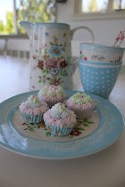 LAV DINE EGNE GIPS MUFFINS OG SUKKERBLOMSTER.