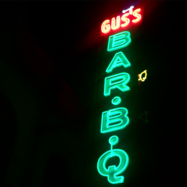 Gus's Barbecue neon