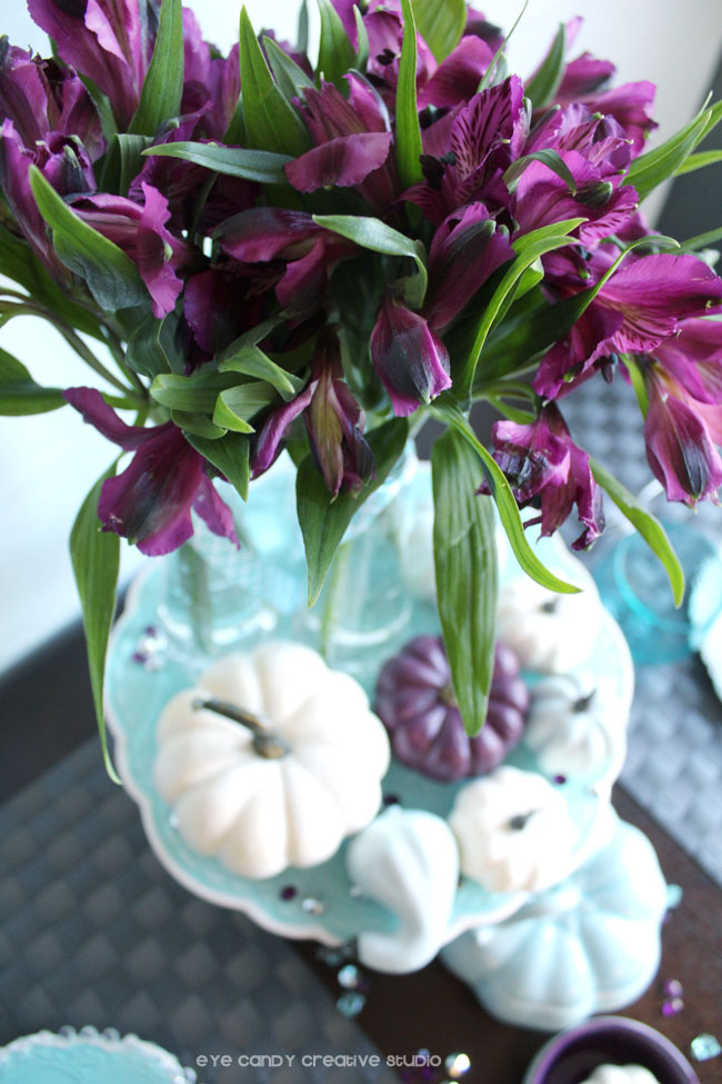 thanksgiving table ideas, pumpkin placecards, plum flowers for thanksgiving