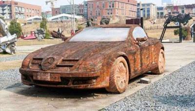 Mercedes-Benz κατασκευασμένη από... τούβλα
