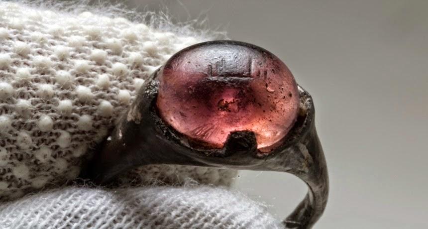 """Ditemukan Cincin Akik Kuno Bertuliskan """"Allah"""" Di Makam Viking Swedia"""