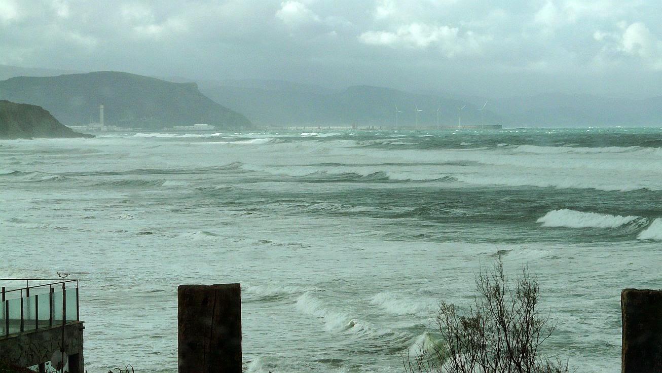 tormenta sopela playa 01