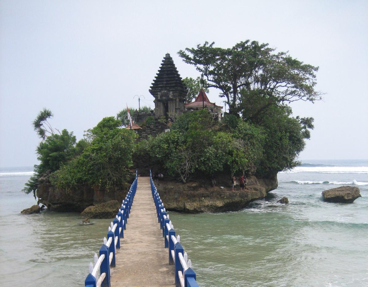Daftar Wisata Pantai Malang - Pantai Balekambang