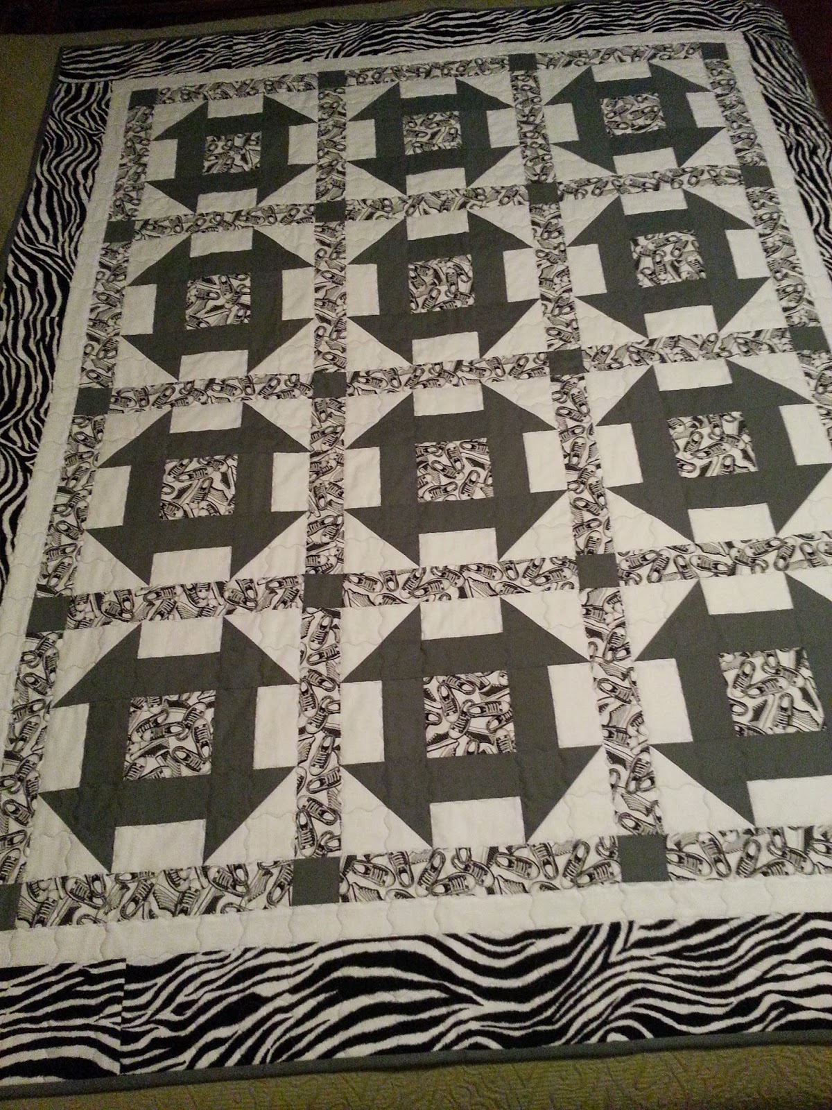selina quilts Black white and Grey quilt DONE