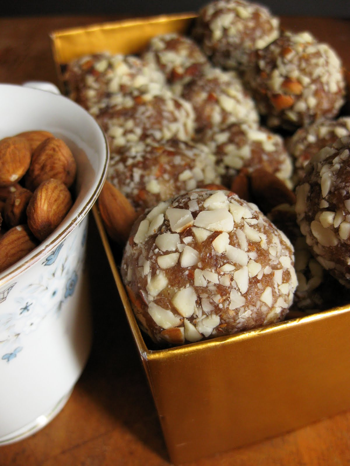 Easy recipe for healthy almond date treats paleo paleo recipes healthy paleo sweets made with dates and honey forumfinder Images