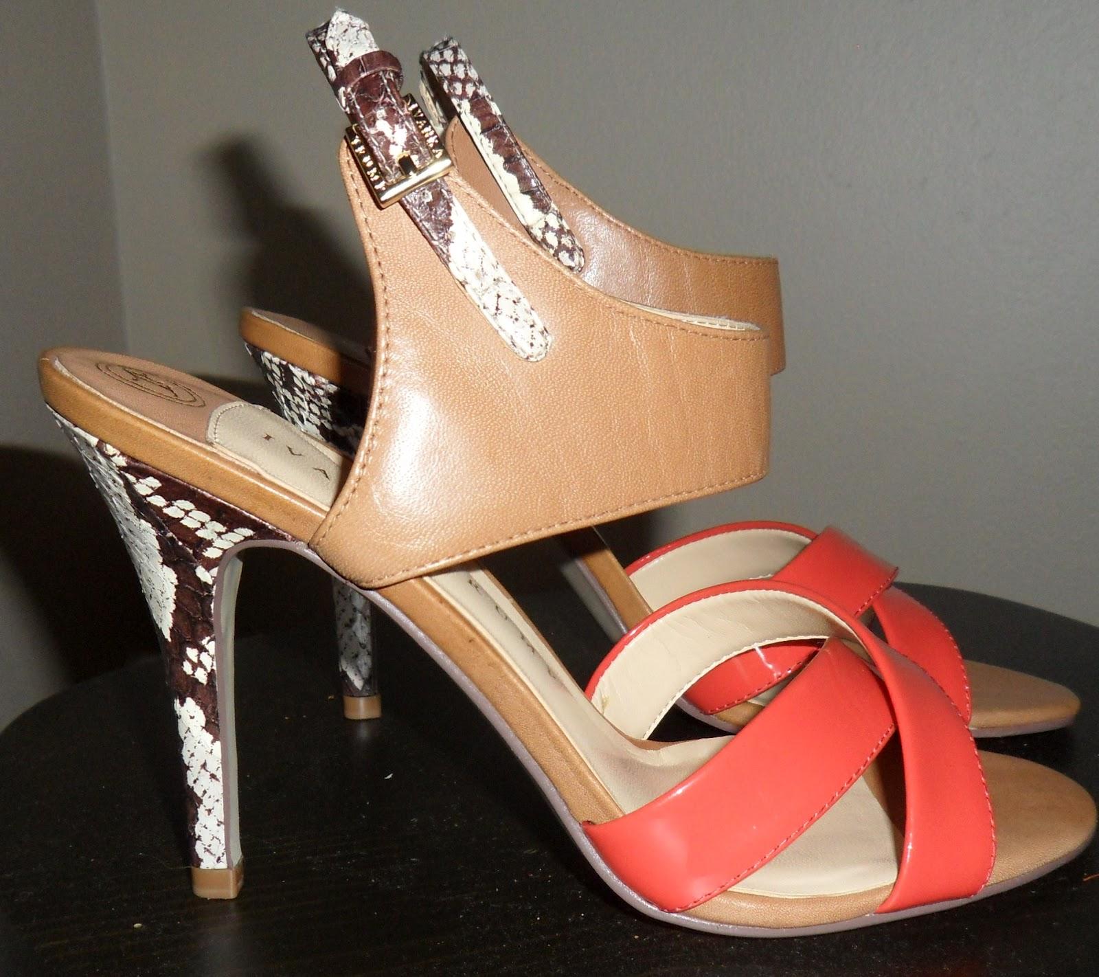 http://2.bp.blogspot.com/-vmyLGIY4_8w/UCHsY9-DriI/AAAAAAAABH8/8Rqclo28Hcc/s1600/ivanka+trump+shoe+orange-cropped.jpg