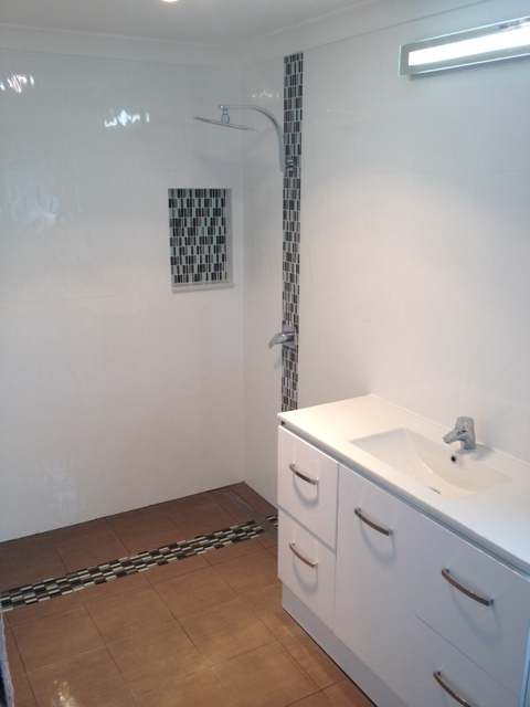 Shower with Tile Feature Strip