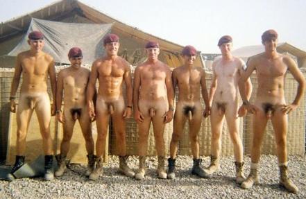 Фото парни голышом