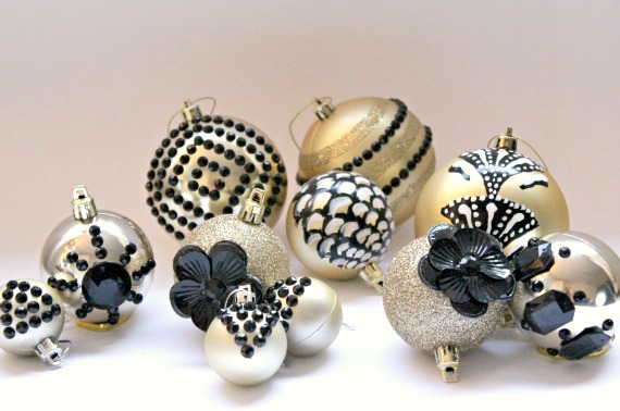 Hand painted DIY Black and Gold Christmas Ornaments. Decorated with a simple item you have in your bathroom cabinet!