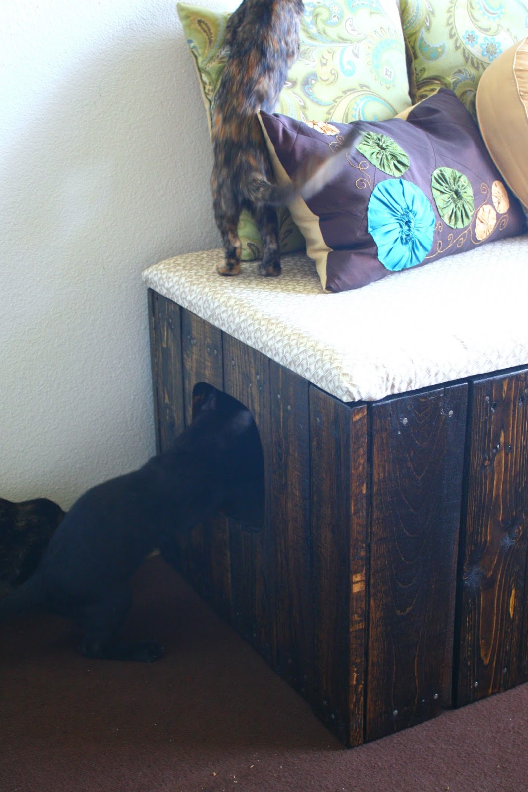 Tails To Tell Reclaimed Pallet Wood Litter Box Bench