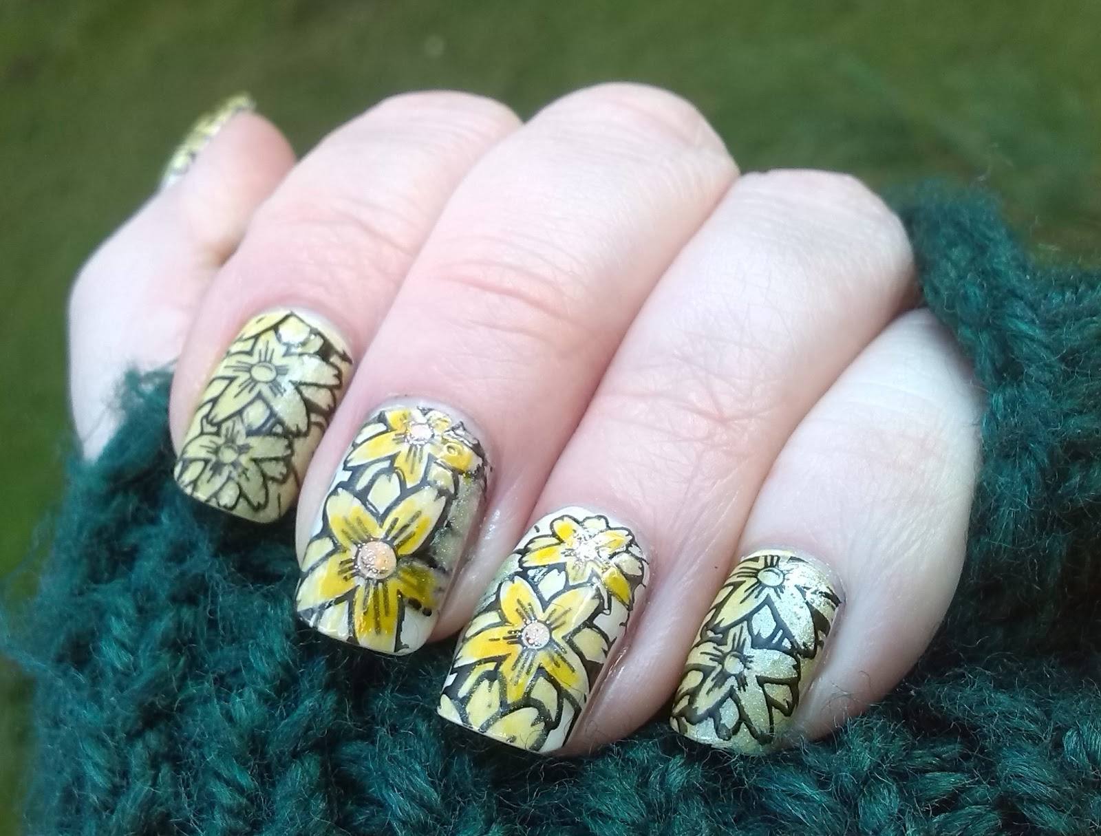 St David's Day mani with Pueen SE01B and TarasTalons Holo Sunshine