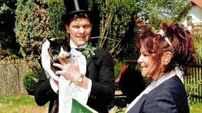 Enam Pernikahan Manusia Dengan Hewan Paling Heboh di Dunia