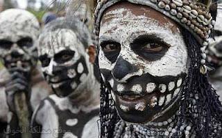 في بابوا غينيا الجديدة .. الحزن على الموتى يتضمن تقطيعهم و التهام لحومهم!!