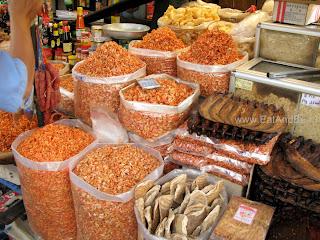 Сушёные креветки в Phsar Thmei - центральный рынок в Пномпене, Камбоджа Есть и быть www.EatAndBe.ru