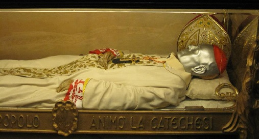 Preserved body of a Pope in the Duomo di Milano