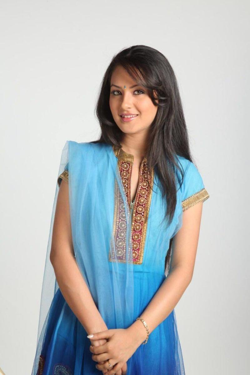 Pooja Bose In Jeans TELUGU WEB WORLD: 06/2...