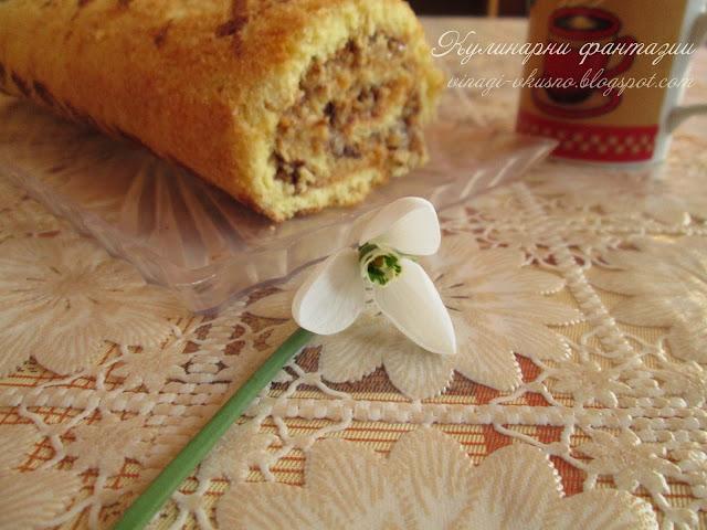 Пандишпаново руло с карамелен крем и орехи