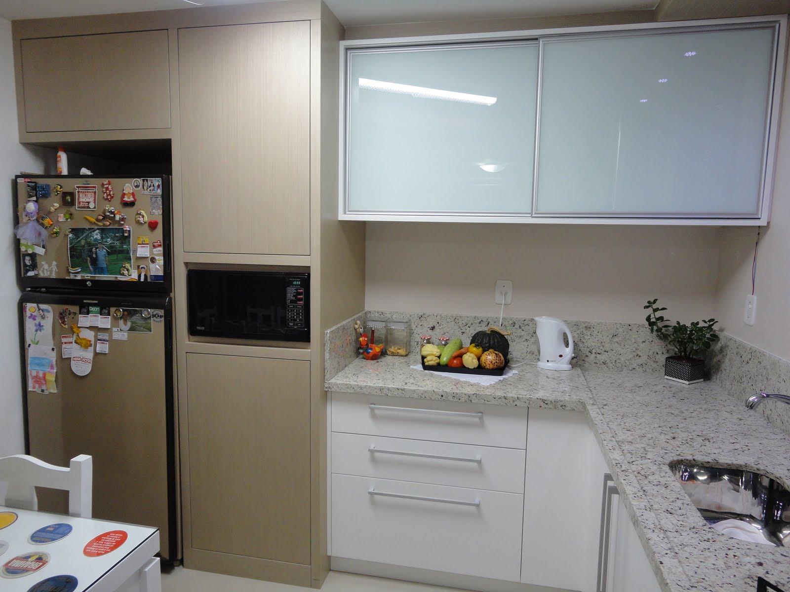cooktop (embutido na bancada) é complementado pelo forno elétrico