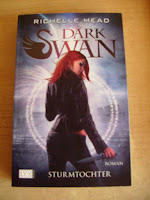http://www.amazon.de/Dark-Swan-Sturmtochter-Richelle-Mead/dp/380258211X/ref=sr_1_1?s=books&ie=UTF8&qid=1444906568&sr=1-1&keywords=dark+swan+sturmtochter