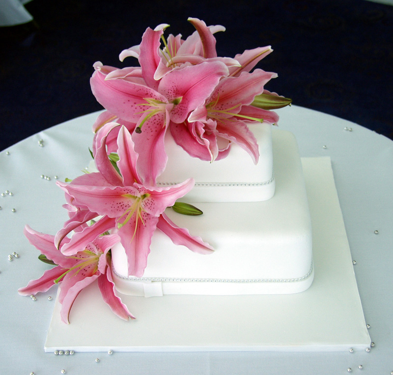 Wedding Cakes With Fresh Flowers 2012