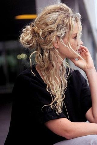 Красивую женщину любят и ждут