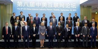 Presiden China, Xi Jinping berfoto bersama dengan petinggi perusahaan TI asal AS dan China (Reuters)