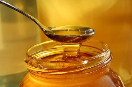 Ở nước ta, nghệ và mật ong là hai loại gia vị và thực phẩm được sử dụng khá phổ biến, đồng thời chúng còn là dược liệu được nhân dân ưa dùng