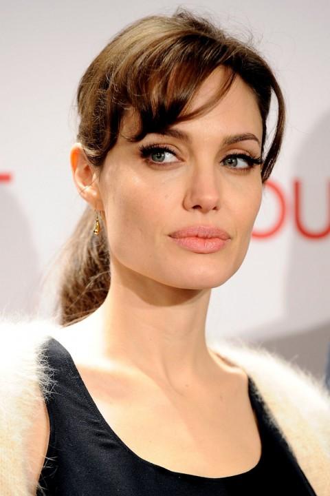 http://2.bp.blogspot.com/-voaEzpWaGis/Tc9e0pcptLI/AAAAAAAAOi8/i7xS-2f-9q0/s1600/1216-angelina-jolie-johnny-depp-10-480x720.jpg