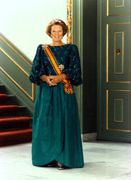 Queen Beatrix-The Netherlands- Awards for Polish Parachute Brigade and General Sosobowski