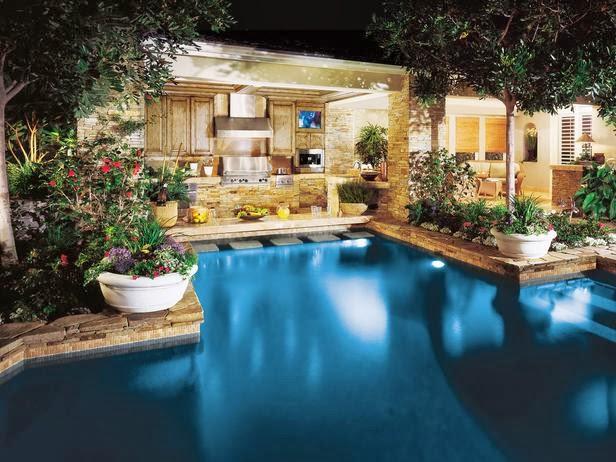 Desain Dapur Tepi Kolam yang Indah dan Mewah