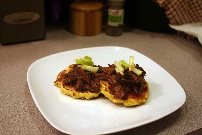 Beer-Braised Short Ribs with Cornmeal Pancakes | hardparade.blogspot.com