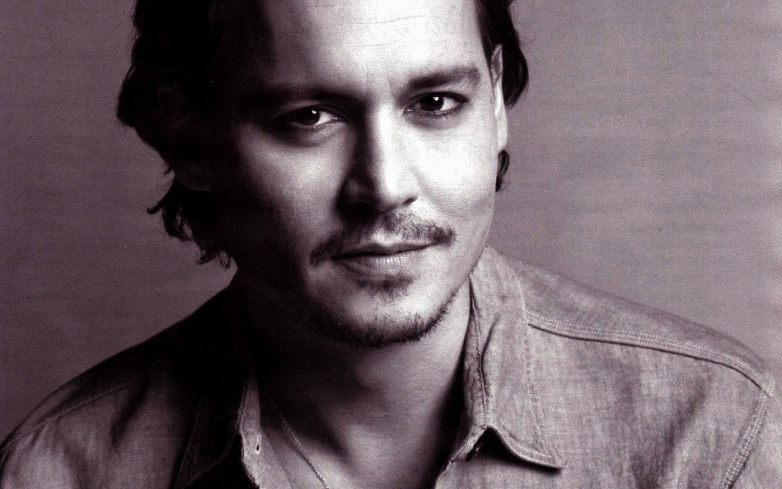http://2.bp.blogspot.com/-vpM3B9yr1DU/TtcKWd2sd9I/AAAAAAAAAfY/FuiVKDll3Kk/s1600/Johnny-Depp-pictures-desktop-Wallpapers-HD-photo-images-6.jpg