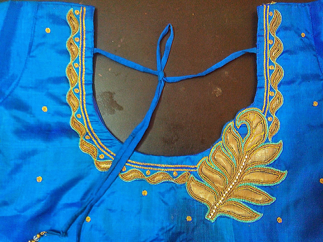 Aari Embroidery School A New Arhi Blouse,Simple Home Furniture Design Hall
