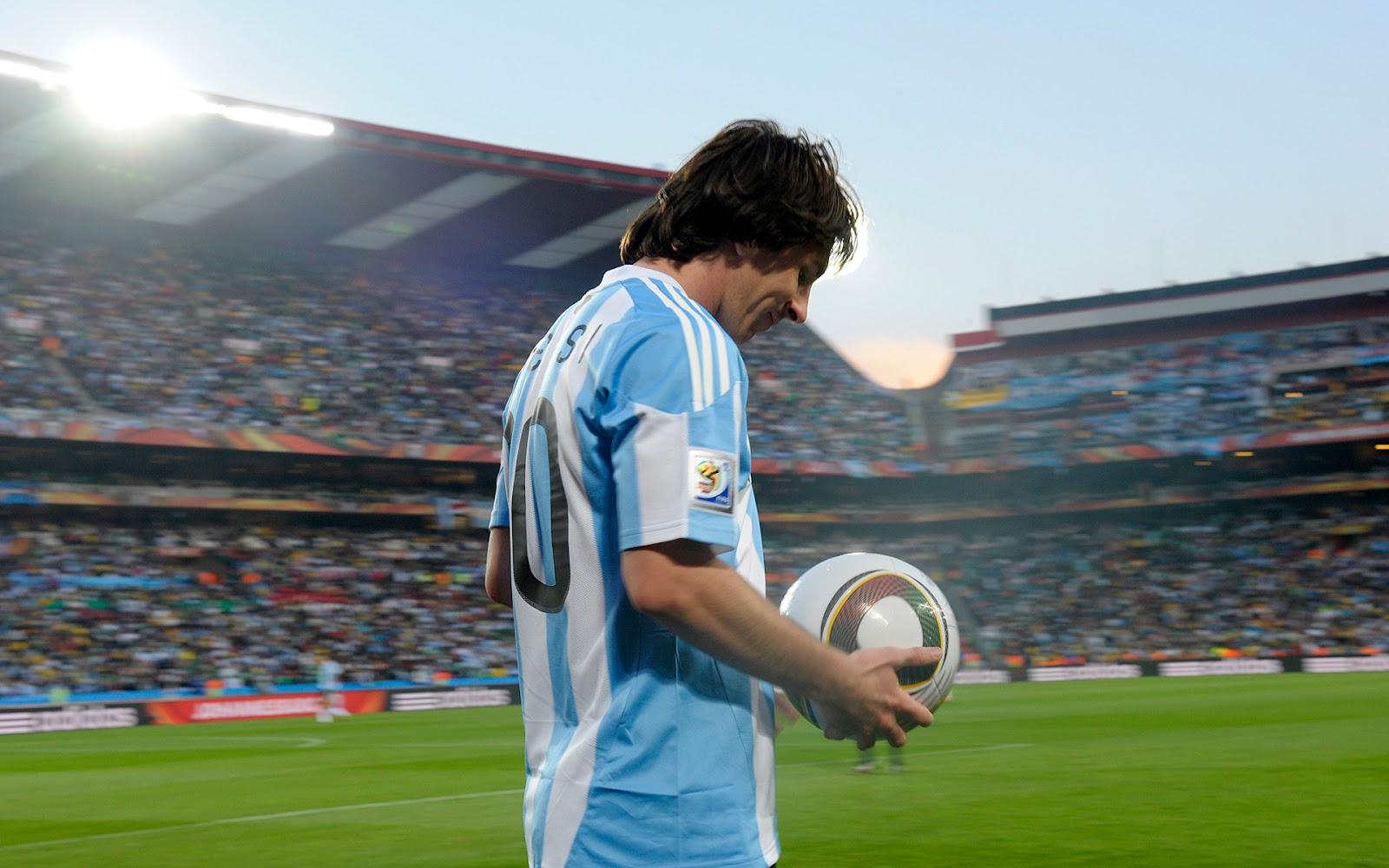 http://2.bp.blogspot.com/-vpthycFFvaM/T0Ck8wFQHrI/AAAAAAAAAxg/TOYS6pZ5tNs/s1600/messi+in+argentina+costume.jpg