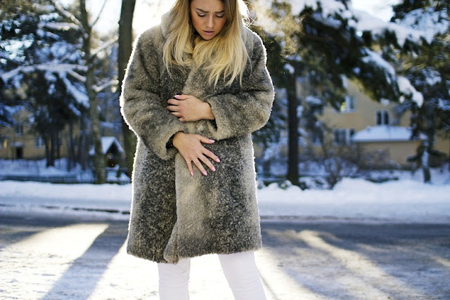 Madelene Billman Swedish blogger fur coat white jeans black belt