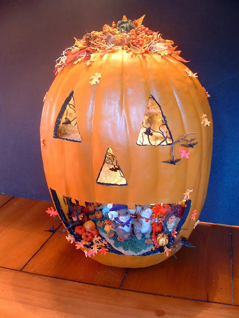 Pumpkin carving ideas for halloween 2017 latest editions 2013 most awesome pumpkin carving designs - Extraordinary accessories for halloween decoration with pumpkin eating another pumpkin carving ...