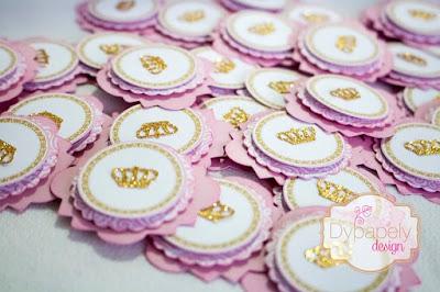 festa de princesa, personalizados de princesa, caixinha personalizada, caixinha de vestido, toppers de princesa, toppers de coroa, caixinha de coroa, caixinha de bolsinha, caixinha coração de princesa, cone de princesa, caixinha laço de princesa, caixinha de princesa quadrada, caixinha de princesa gabe, caixinha de bala