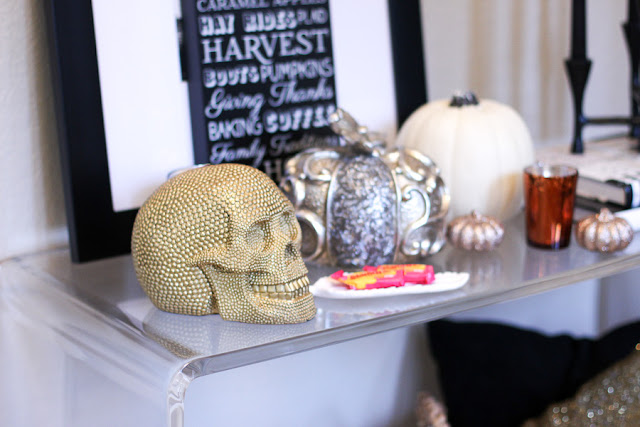 gold skull table decor fall and halloween
