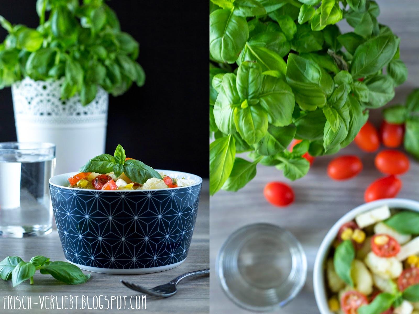 salat f r verregnete herbsttage gnocchi salat mit feta w rfeln tomaten frischem basilikum. Black Bedroom Furniture Sets. Home Design Ideas