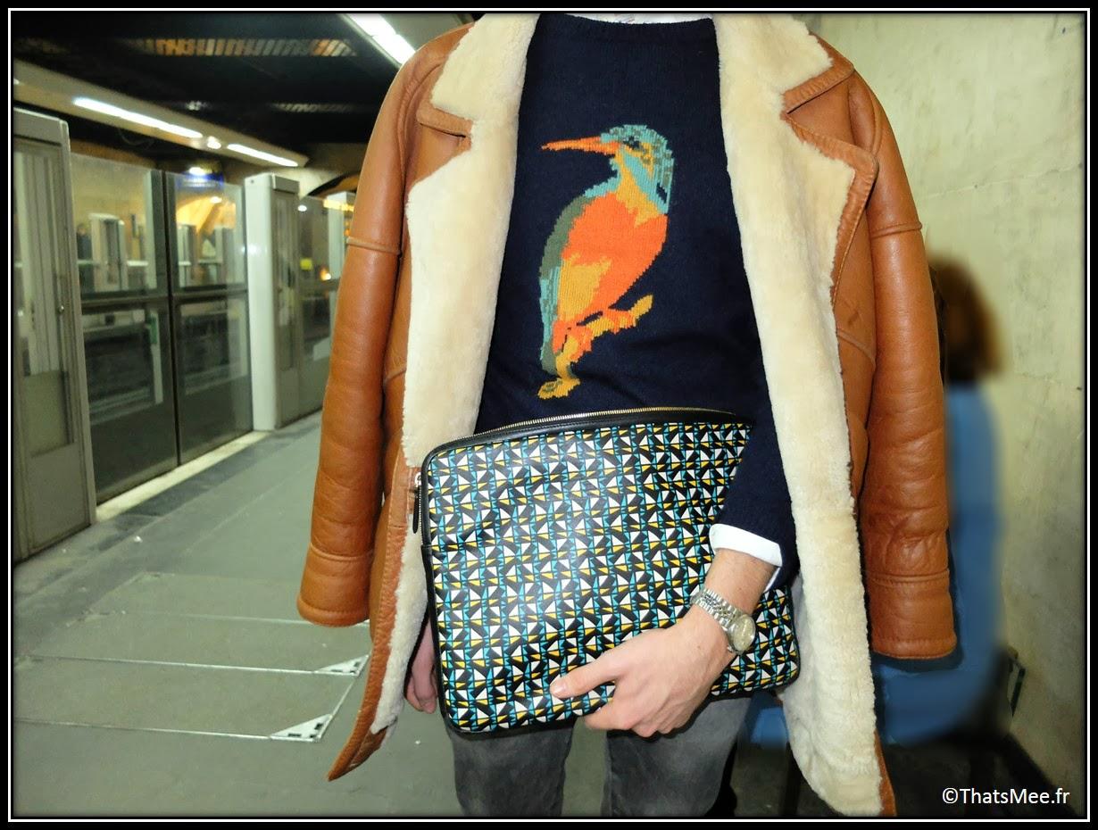 ootd street style Guillermo pull animaux oiseau Zara hommes, pochette ipad imprimé graphique case Maison Fabre, jean slim Zara hommes gris brut, mocassins vernis bicolores hommes Castellano bordeaux vert marron