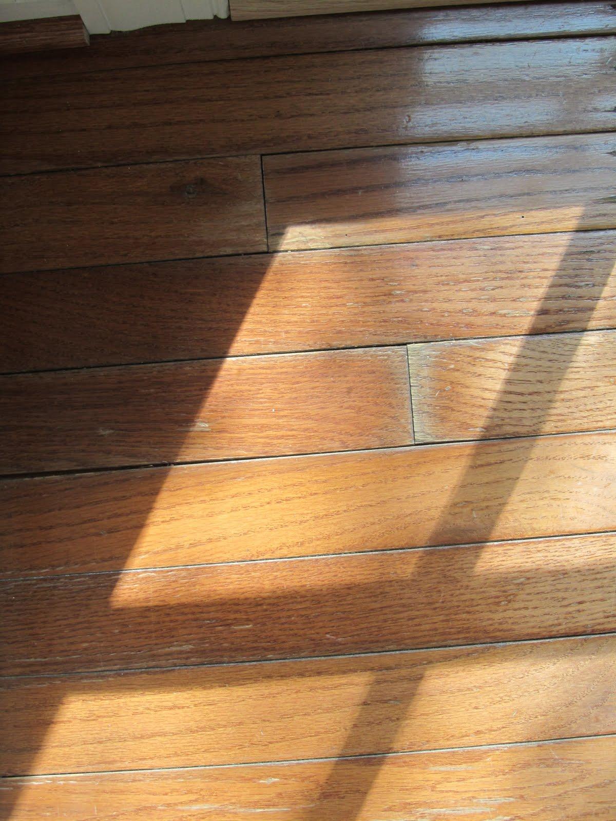 Rug pads for hardwood floors flooring ideas home for Wood floor under carpet