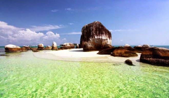 Pantai Teluk Uber Untuk Liburan Romantis di Bangka