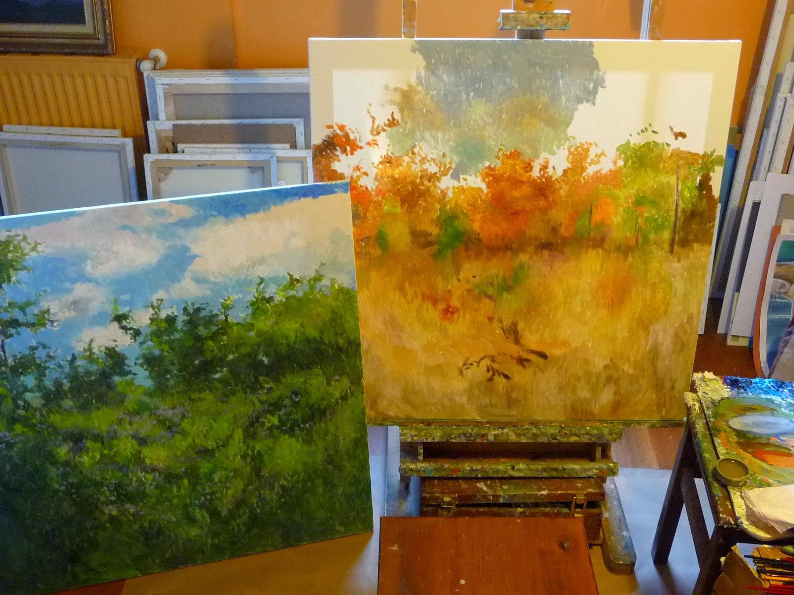 Cuadros al oleo de flores en proceso de ser pintados