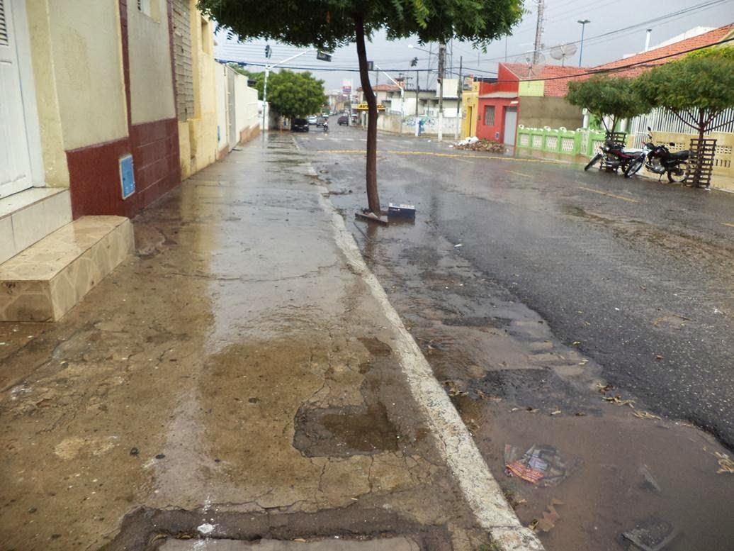 """Chove em Acopiara durante a manhã desta """"quarta feira 25"""""""