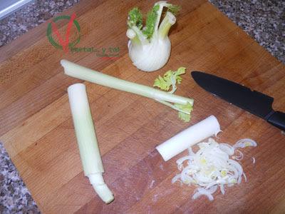 Cortar en juliana la verdura.
