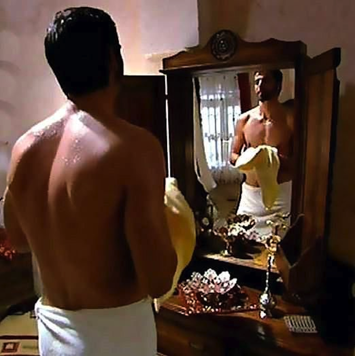 10. SÎLA - Puterea destinului - comentarii Comments about serial and actors  - Pagina 42 Mehmet%2BAkif%2BAlakurt%2BSHIRTLESS%2B4