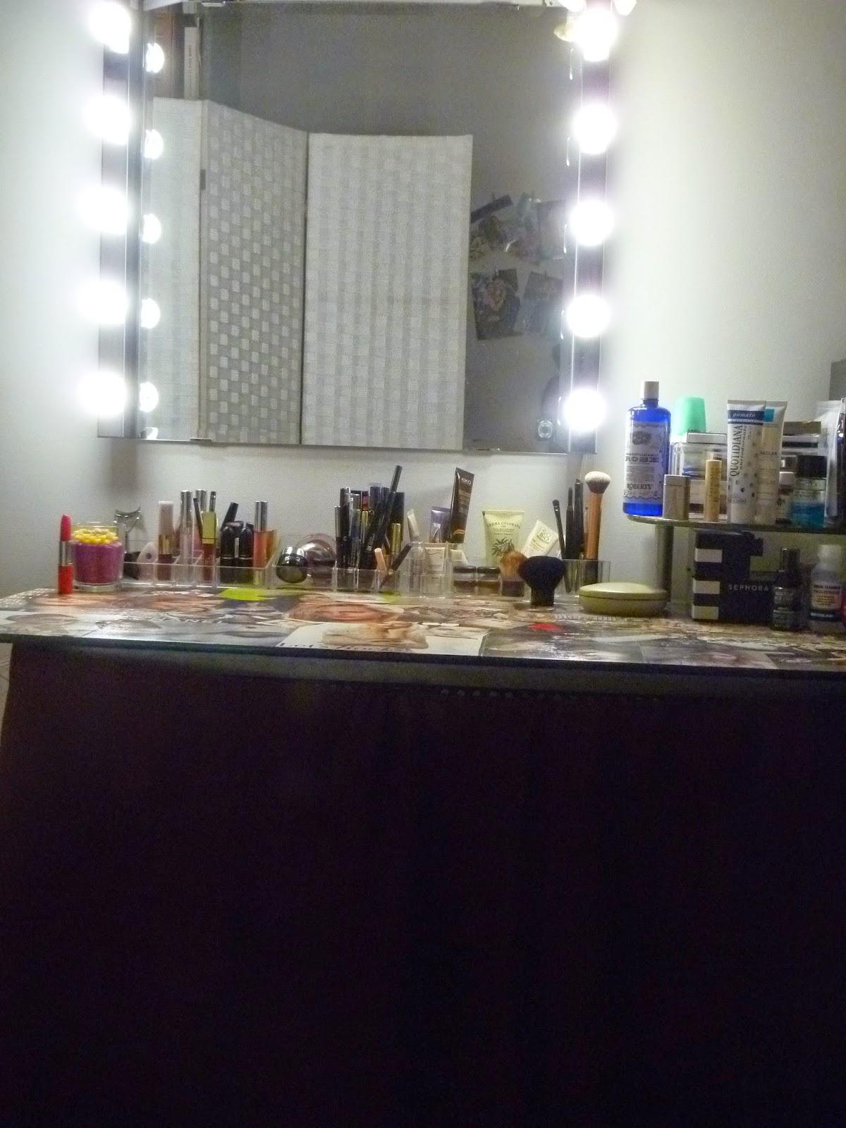 immagine tavolo make up